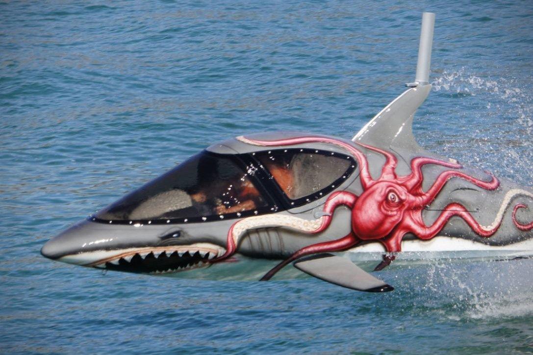 """Conheça o """"tubarão de metal"""" Seabreacher X 15"""