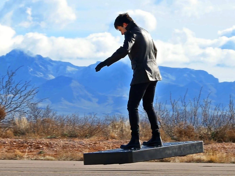 Criaram um Hoverboard voador - sim, é de verdade 14