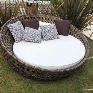 Materiais incríveis recomendados para sofás em ambientes praianos 14