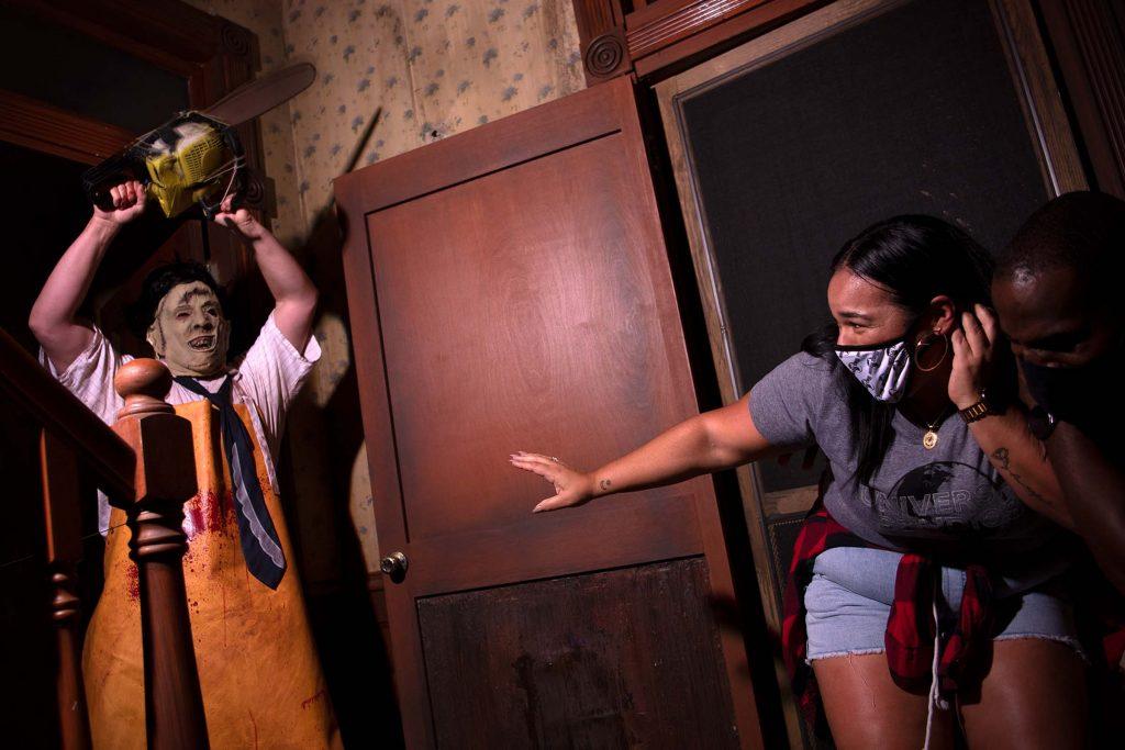 Halloween: Comemorando 30 anos de noites de terror com Leatherface e Beetlejuice 26